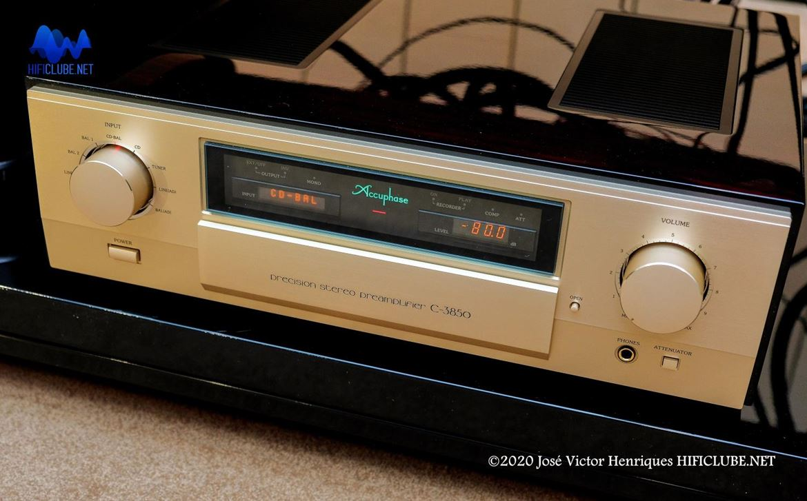 Accuphase preamplifier C-3850