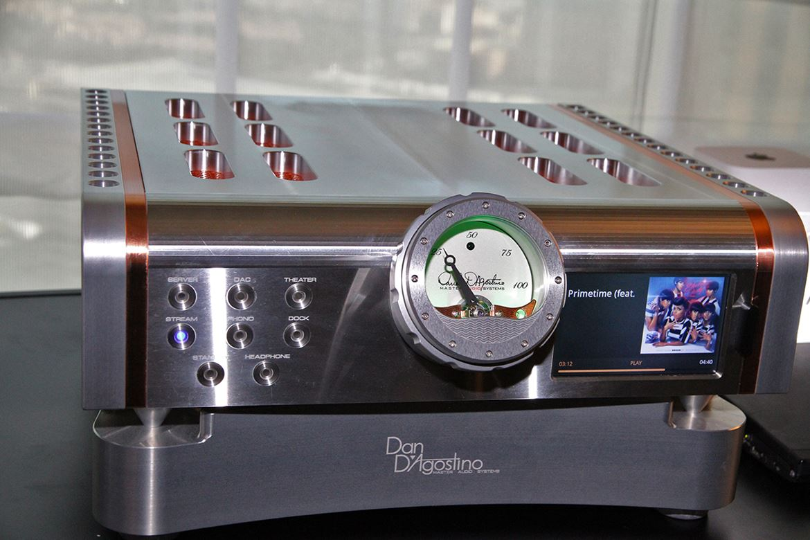 Dan D'Agostino MLife Integrated - front view (courtesy F.Franassovici - Absolute Sounds)