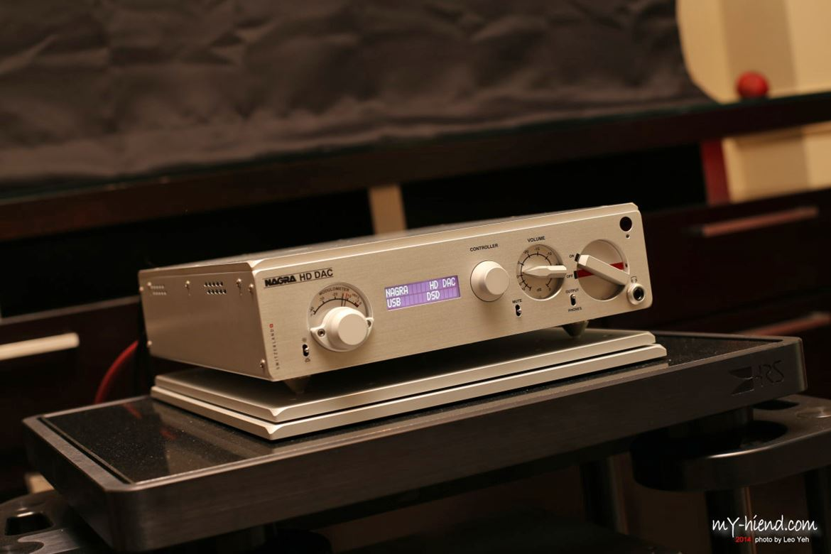 A fine picture by Leo Yeh of the new Nagra HD DAC with DXD 384kHz and DSD 128 capability.