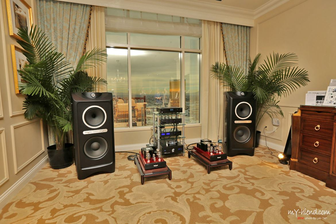 Tannoy Kingdom Royal Black carbon driven with care by Cary tubes. Through the window you can see outside The Treasure Island and The Trump Tower, the only one on the Strip without a casino