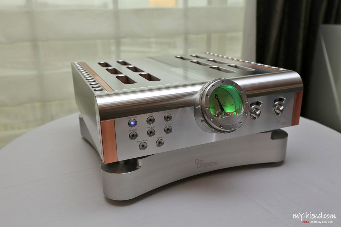 Finally! The Dan D'Agostino Momentum Integrated amplifier (with external power supply)