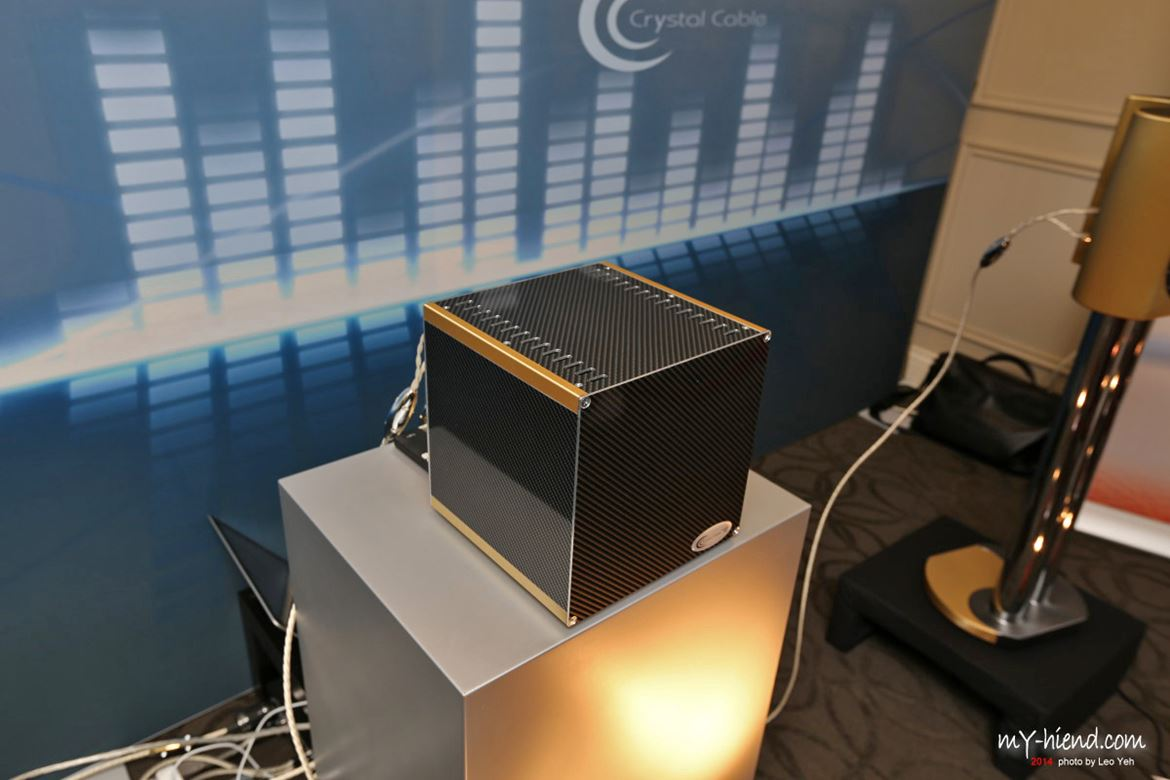 Crystal Cable's magic Cube amplifier based on Siltech technology