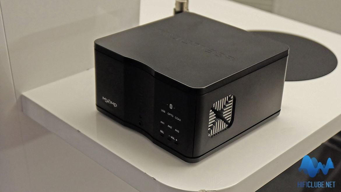 Micromega MyAmp, a scaled down highend amplifier, that might have been inspired by the Statue Of Liberty replicas