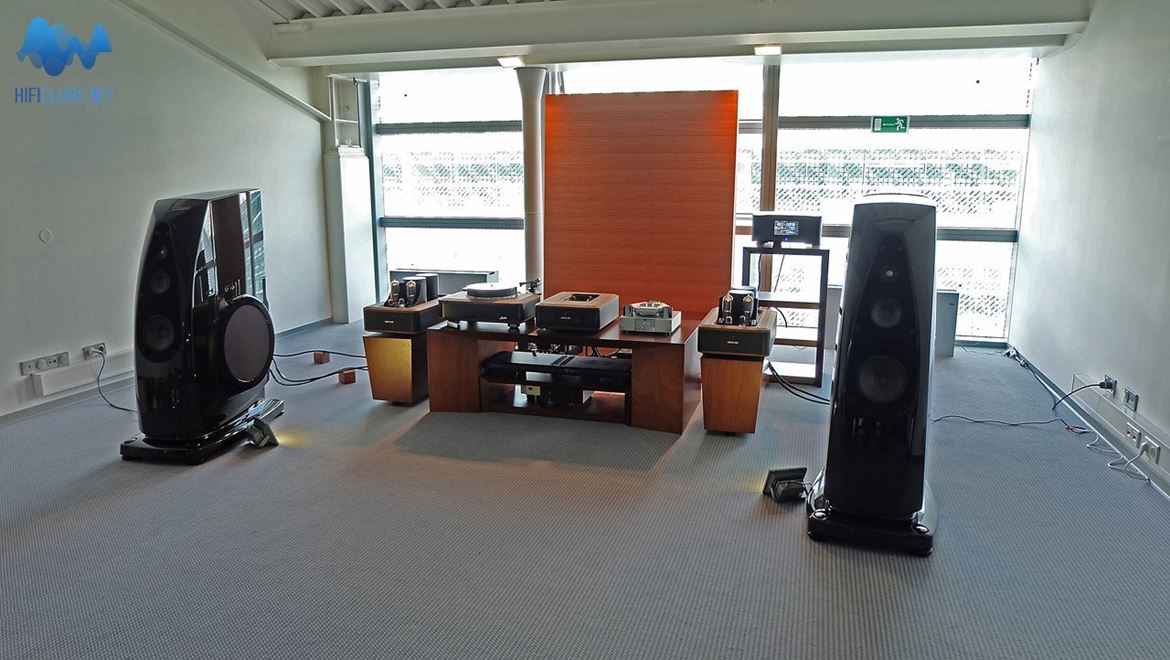 Absolare Passion preamp and 845 tube amplifiers joined Rockport Altair loudspeakers to reach for the absolut