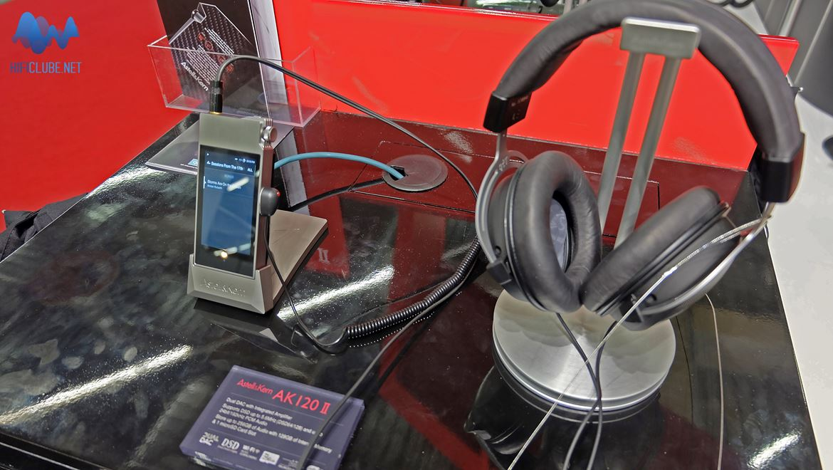 Astell&Kern new AK Series is an incredible portable HD (DSD 128) Player with an internal memory. And it works just as advertised.