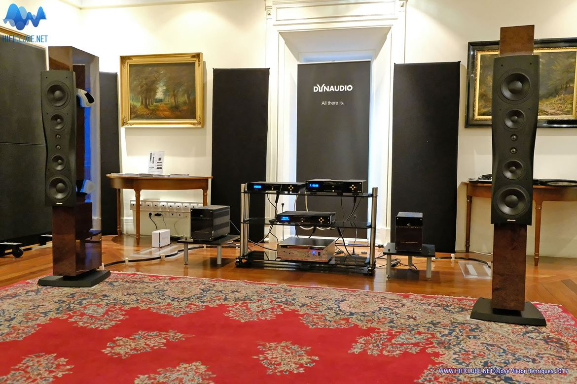 Foyer Beau-Sejour - Esoterico/Smartaudio - Dynaudio Confidence Platinum C4 and the taming of the shrew