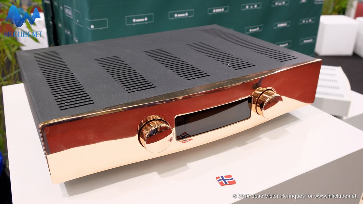 Highend2017_amplificadores e outros_Hegel Rost Special Copper Edition.jpg