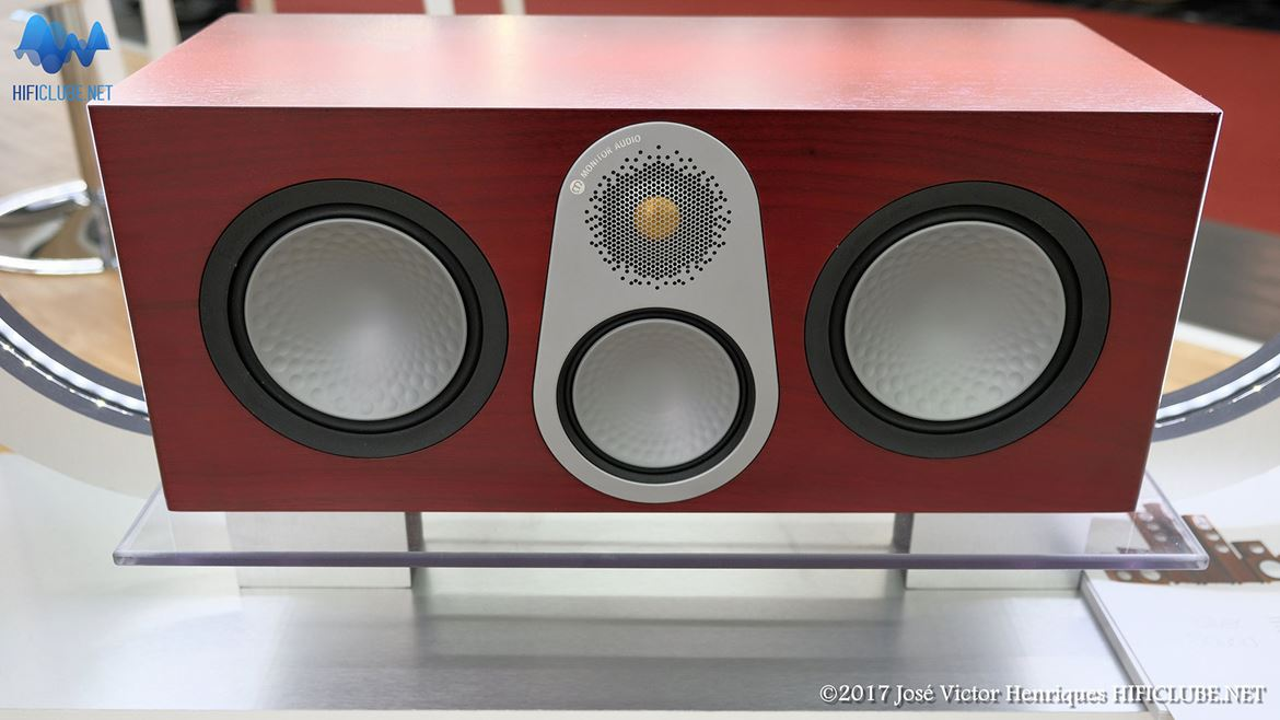 Highend2017_colunas_Monitor Audio Silver central.jpg