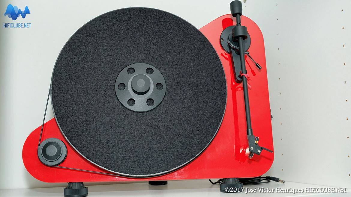 On-Off_Cambridge-Vertical-turntable.jpg