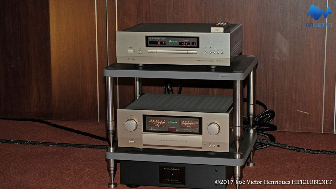 Leitor SACD Accuphase DP-560, Integrado Accuphase E-470, Filtro Gigawatt PC-2SE, Cabos Synergistic Research Atmosphere Level 4