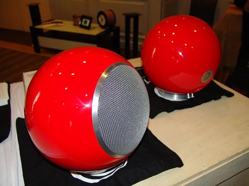salon hifi home cinema part 1 innovations 2010 atohm devialet elipson jarre mb acoustique. Black Bedroom Furniture Sets. Home Design Ideas